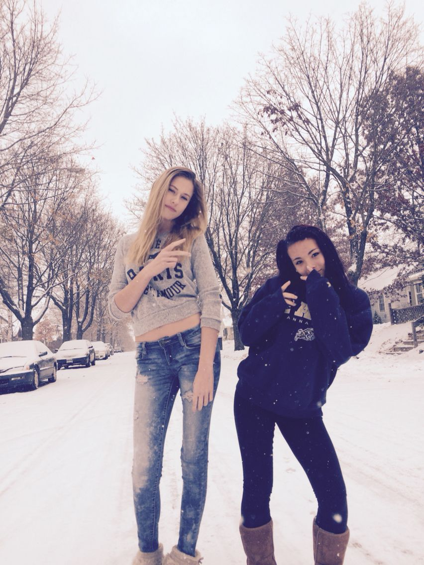 Best Friend Pictures During The Winter Winterbestfriendpics Best Friend Pictures Friend Pictures Friend Photoshoot