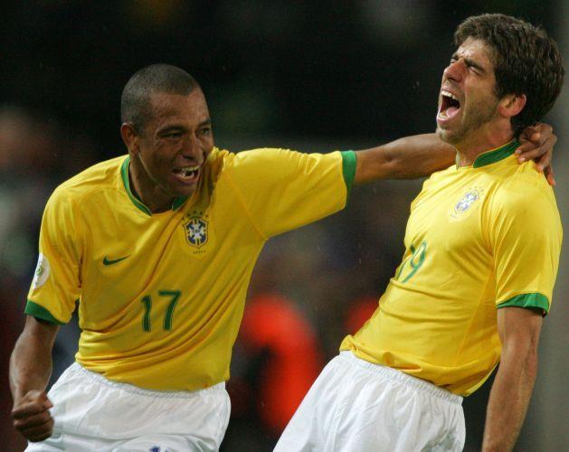 Copa de 2006 - Juninho Pernambucano comemora gol que marcou diante do Japão; Brasil venceu com facilidade por 4 a 1