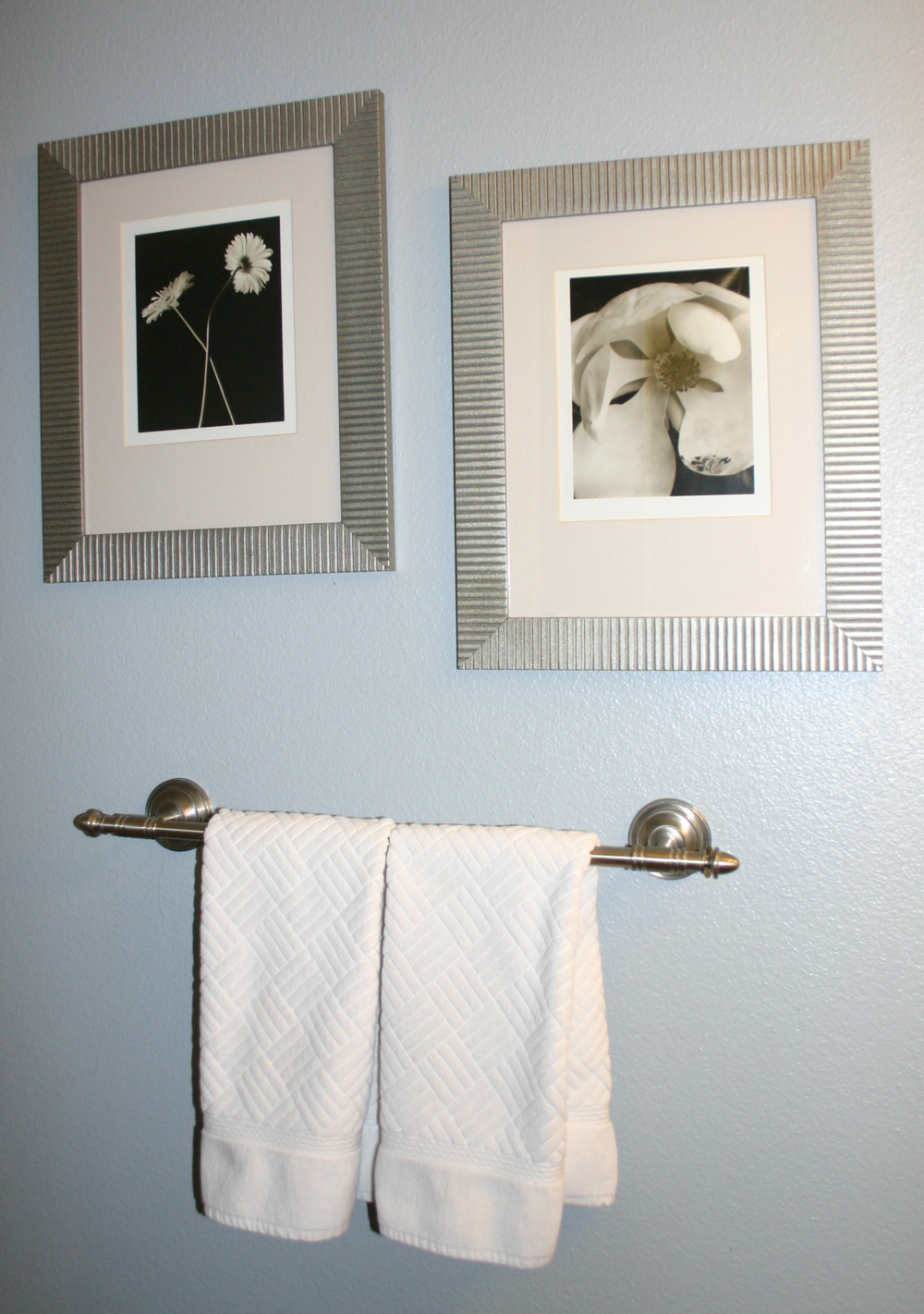 brushed nickel spray paint frames///IMG_1003.JPG | Nella Casa ...