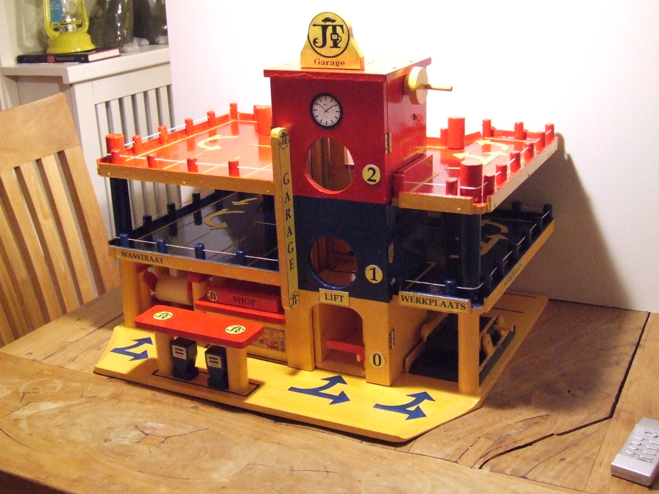 Houten Garage Janod : Toy garage wooden diy designed and build. includes battery