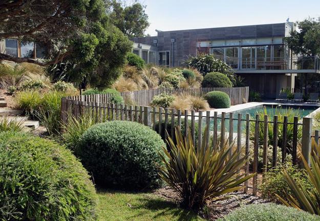 Landscape Designers Dig That Garden Design Coastal Gardens Landscape Design Pool Landscaping