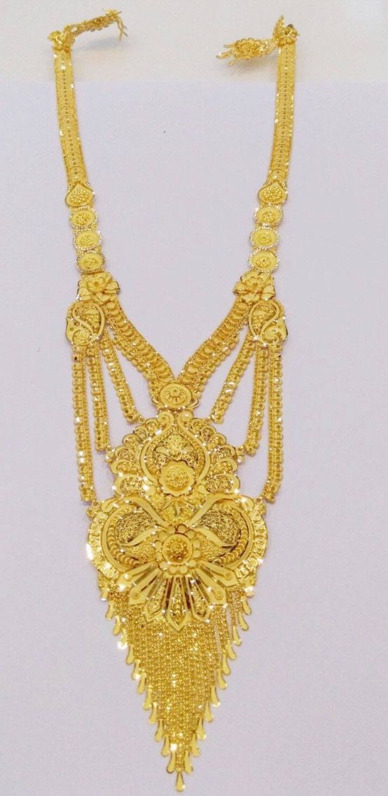 Beautifully designed, magnificent piece of gold ornament. Name ...