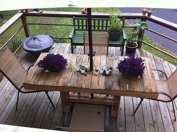 Tisch Und Stühle Auf Der Terrasse Mit Gestaltung Aus Europaletten    Gartenmöbel Aus Paletten U2013 30
