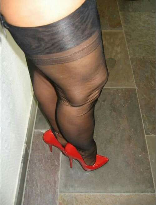 Stoere Hakken Pin Van Bobo-the-clown Op Women Wearing Nylons In 2019