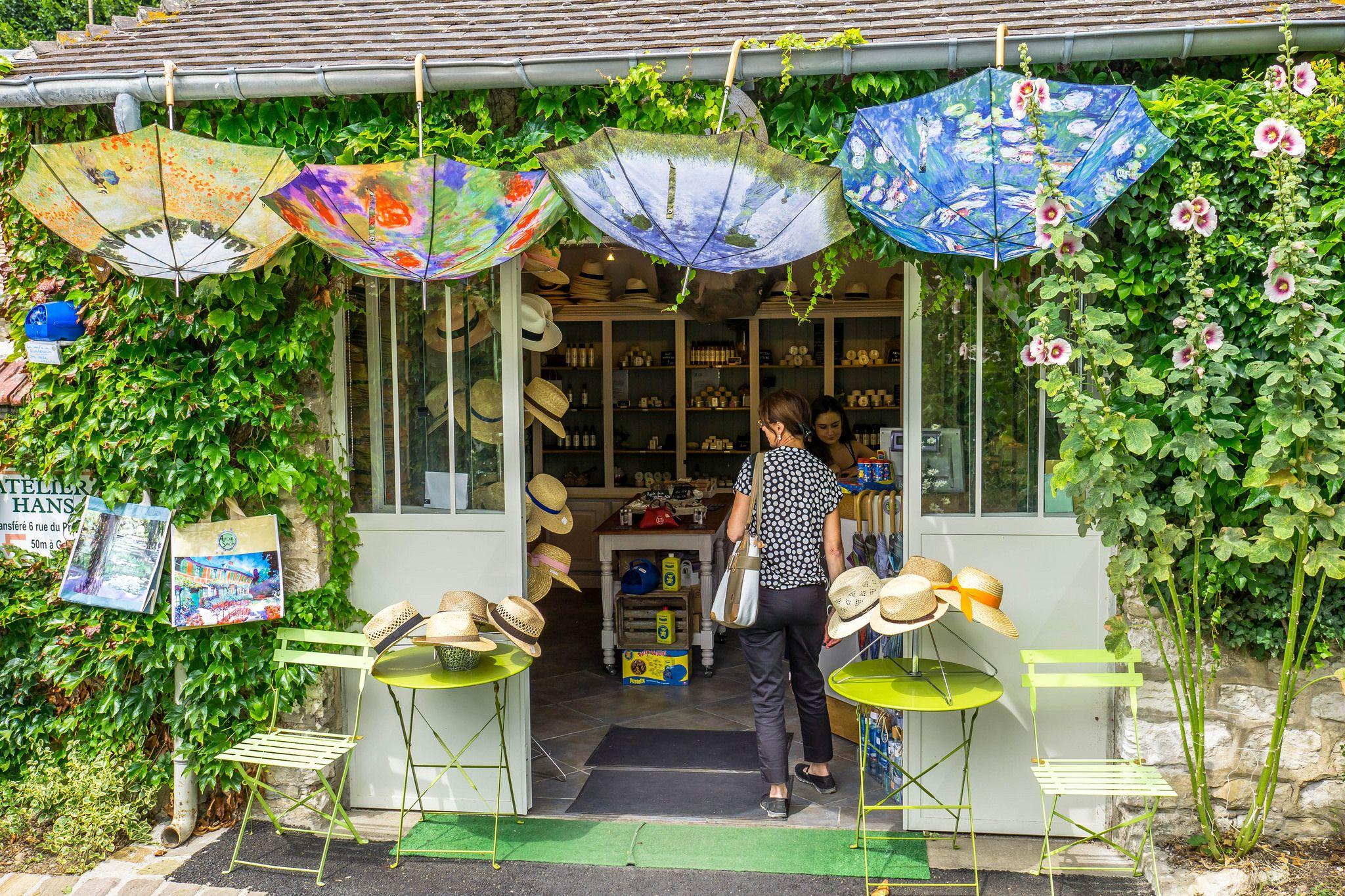 gift shop Giverny - Claude Monets Garden   Claude monet and Monet