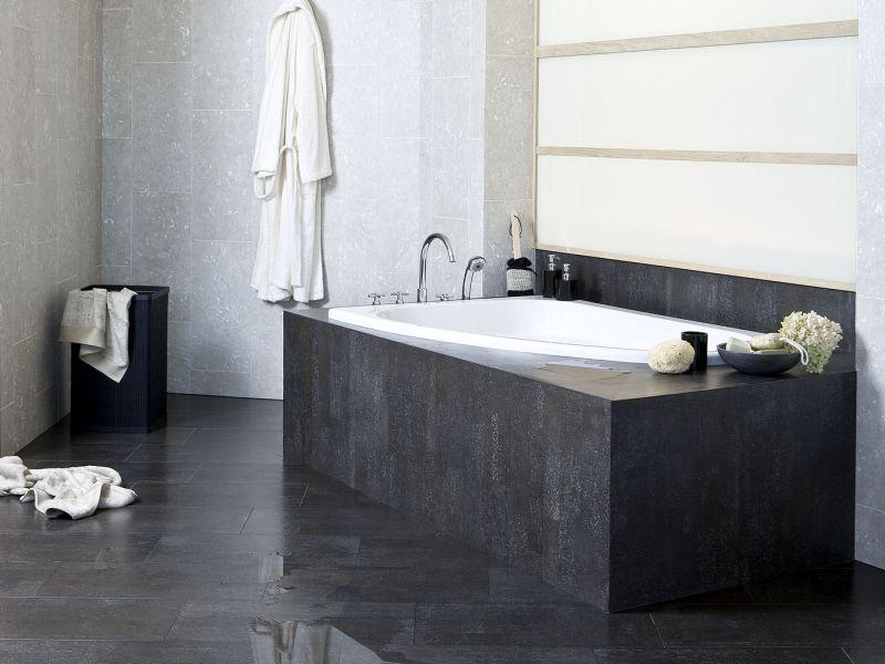 Badkamer u natuursteen u kurkvloer u modern u bad u foto