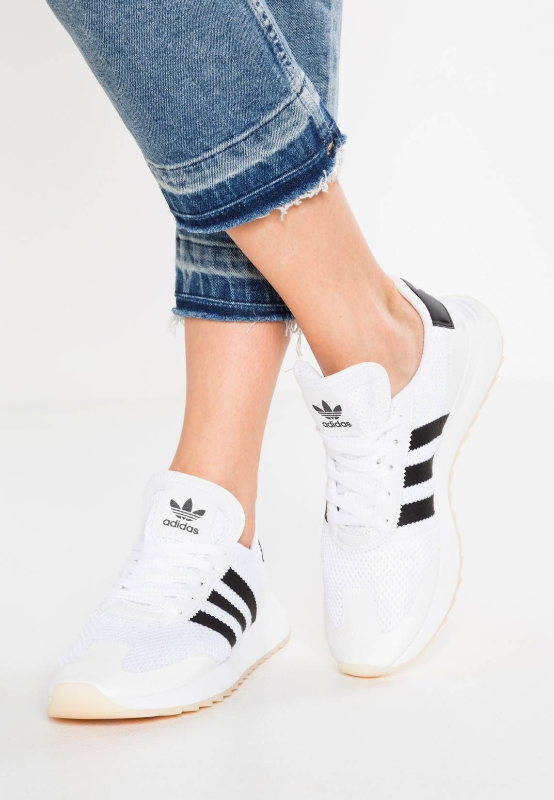 adidas Originals. FLASHBACK Trainers white/core black