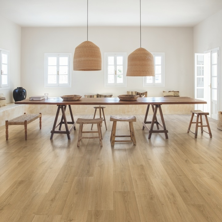 Sig4762 Brushed Oak Warm Natural In 2020 Natural Wood Flooring Natural Laminate Flooring Types Of Wood Flooring