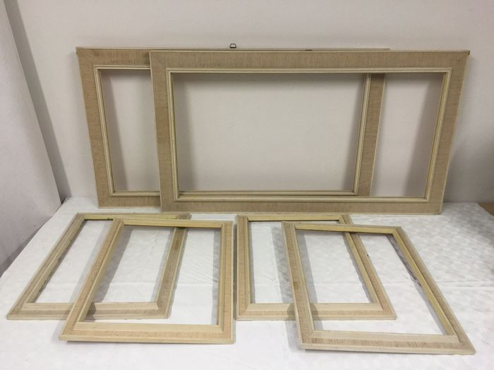 Online veilinghuis Catawiki: 6 Painting/picture frames from the 1950/60s, same style, different sizes