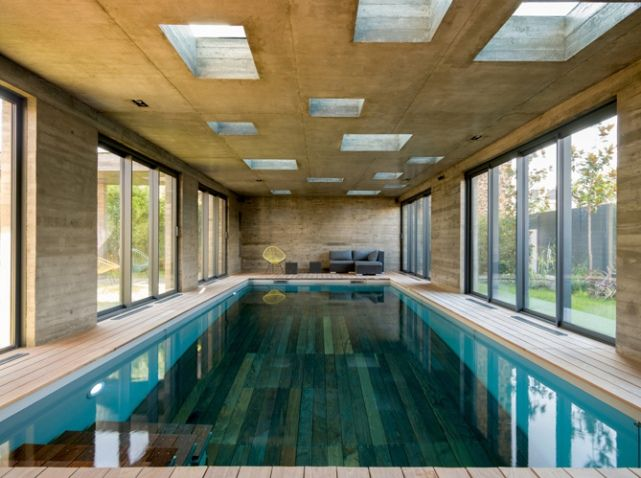 Piscine int rieure bois pool spa bathhouse ideas for Construire piscine interieure