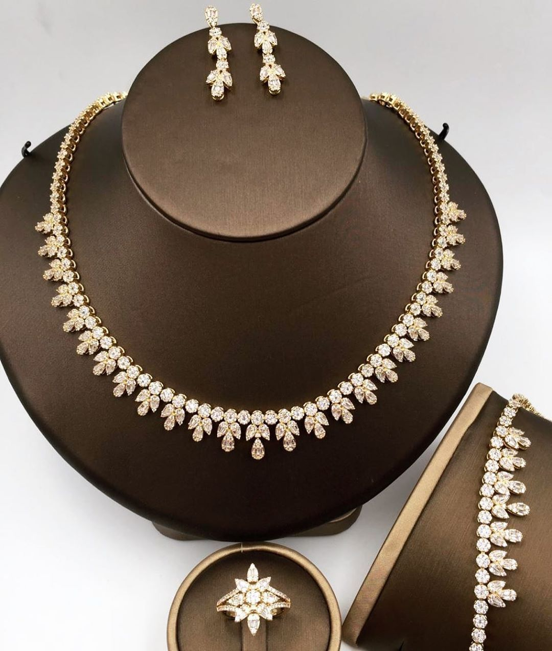 Pin By Seedra On اكسسوارات عروس Statement Necklace Jewelry Diamond Necklace