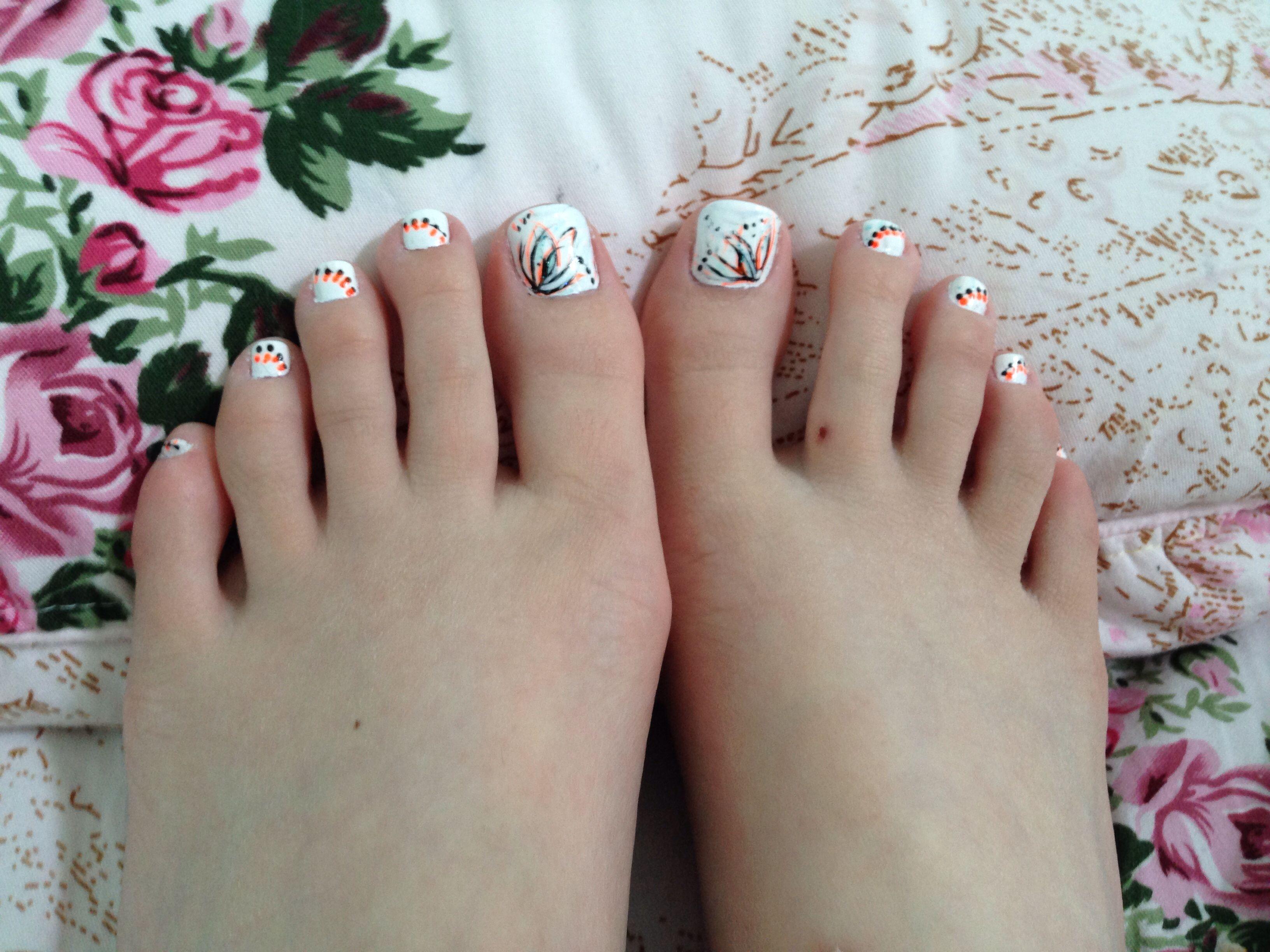 Summer Toenail Design White Cnd Shellac Vinyllux Neon Summer Toe Nails Toenail Designs Summer Toe Nail Designs