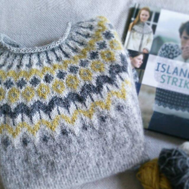 Nästan klar med min första isländska tröja! En Riddari i tre nyanser av grått…