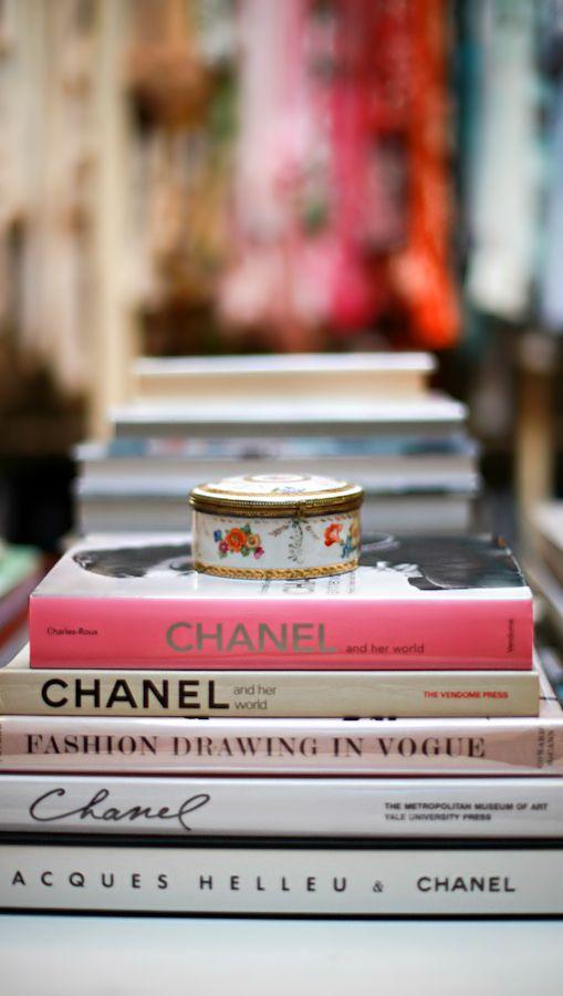 Fashion Books All Things Chanel Bucher Deko Regal Buche
