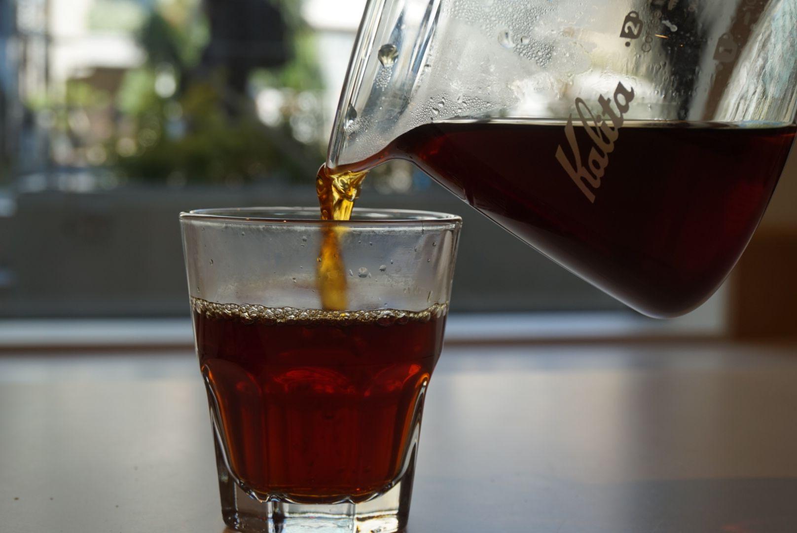 Clarity Clarity とは日本語で透明性を意味する英語です コーヒーは遠く中南米やアフリカで木が育てられ 果実になり 焙煎され 非常に多くの人びとの手を経てカップへと注がれます Pnb Coffeeで取り扱うコーヒー豆は農園と直接ダイレクトトレードを行い 常に生産
