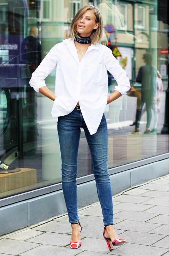 3161f13f505 A white button-down shirt is paired with skinny jeans