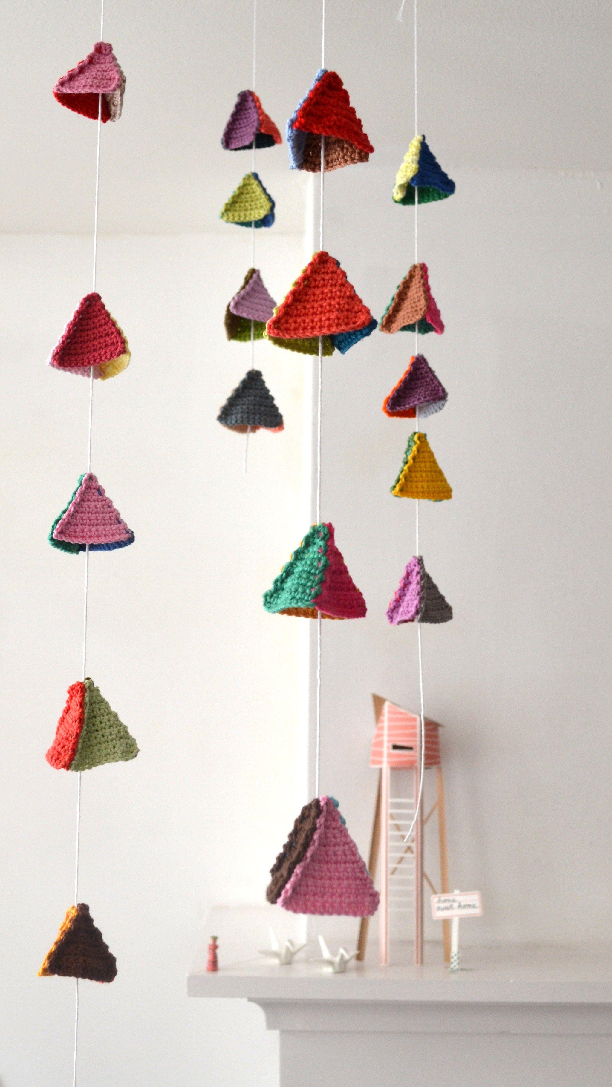 DIY bonito móvil con triángulos de ganchillo | DIY | Pinterest ...