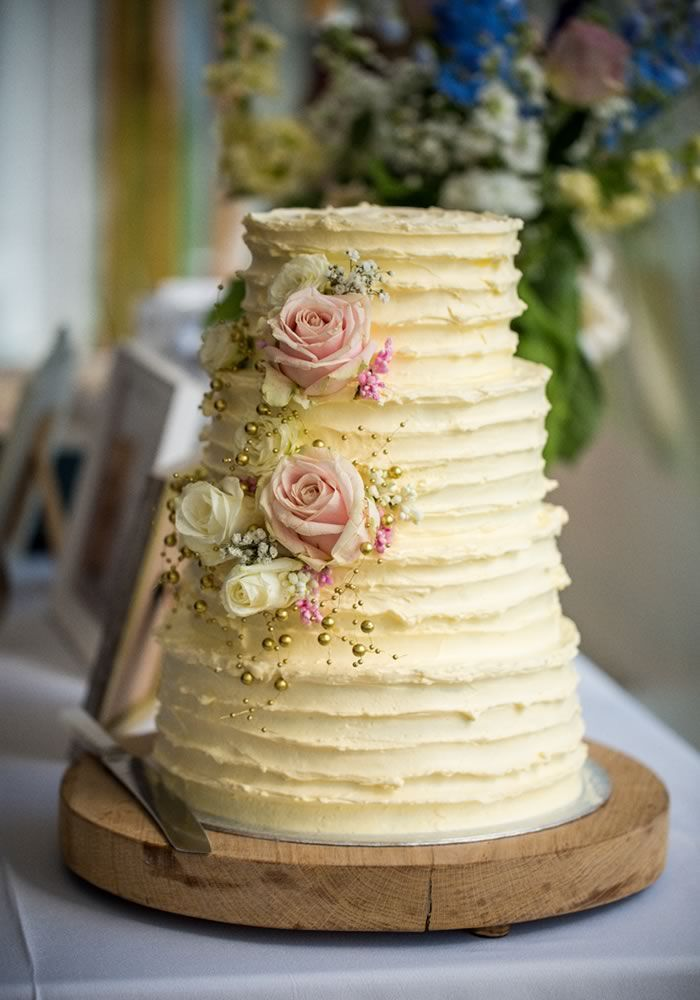 6 simple and sweet ideas to decorate your wedding cake ...