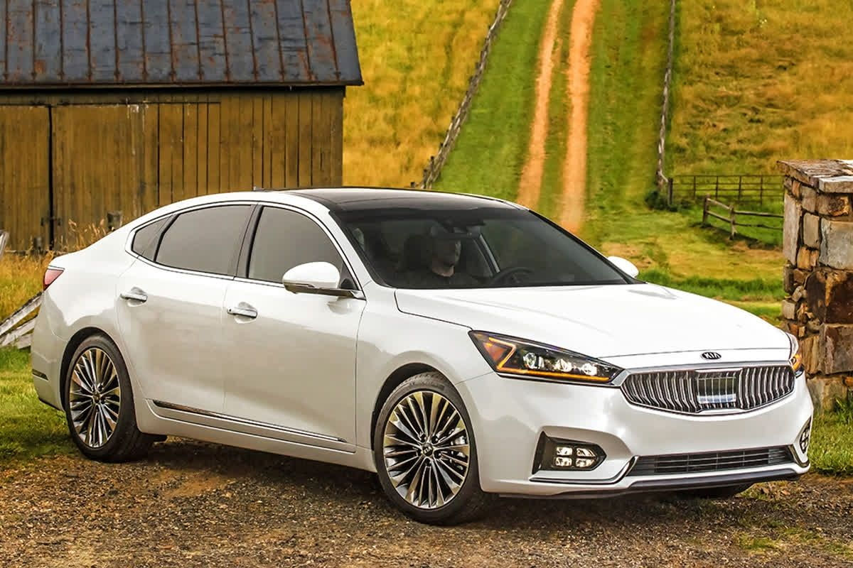 The New Kia Cadenza Offers A Premium Appearance And Feel With Features That Are Comparable To Sedans Costing Thousands More Kia Autotrader Car