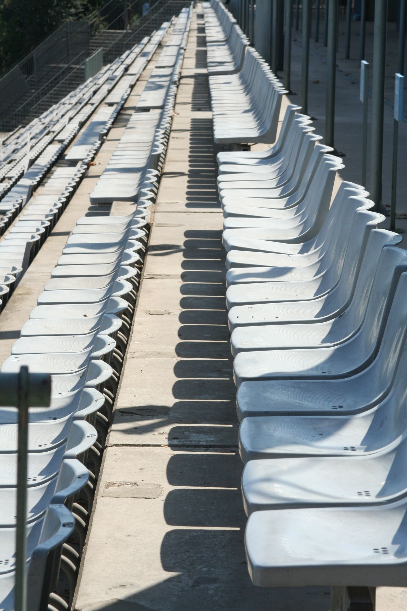barcelona olympic swimming pool seating