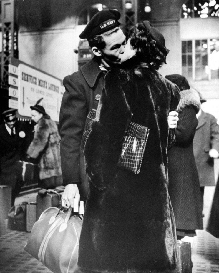 Alfred Eisenstaedt - Farewell to departing troops at New York's Penn Station, April 1943. Time & Life