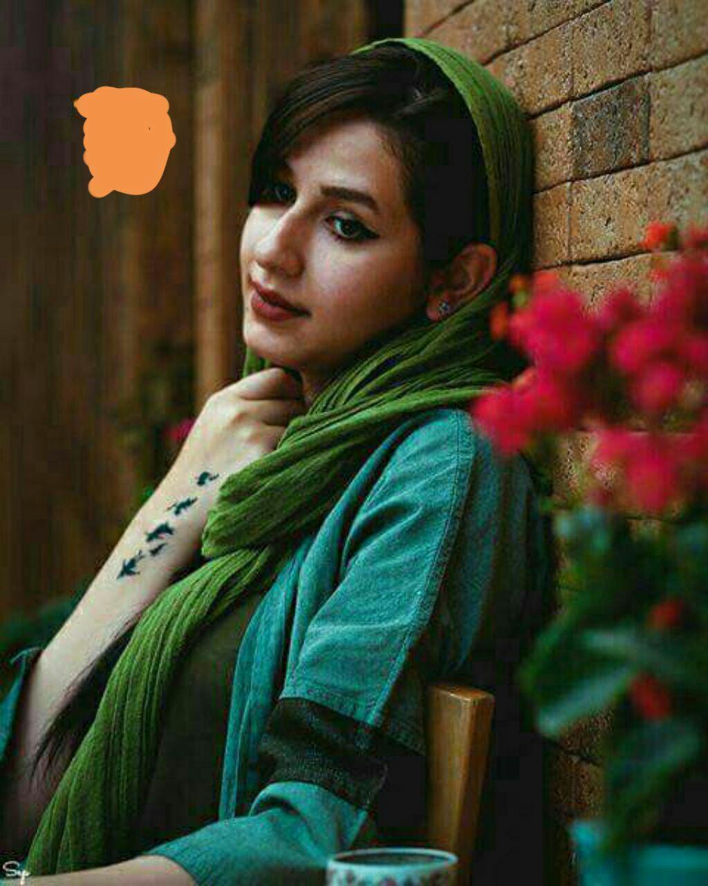 چـنــت هيــل وخــذاك السيــل بطــيــت وجــاي متــأخــر طــفه گــلبــي وبــعد هــيهــات تــندلنــي طيــر المــايــر Iranian Girl Girl Hijab Persian Beauties