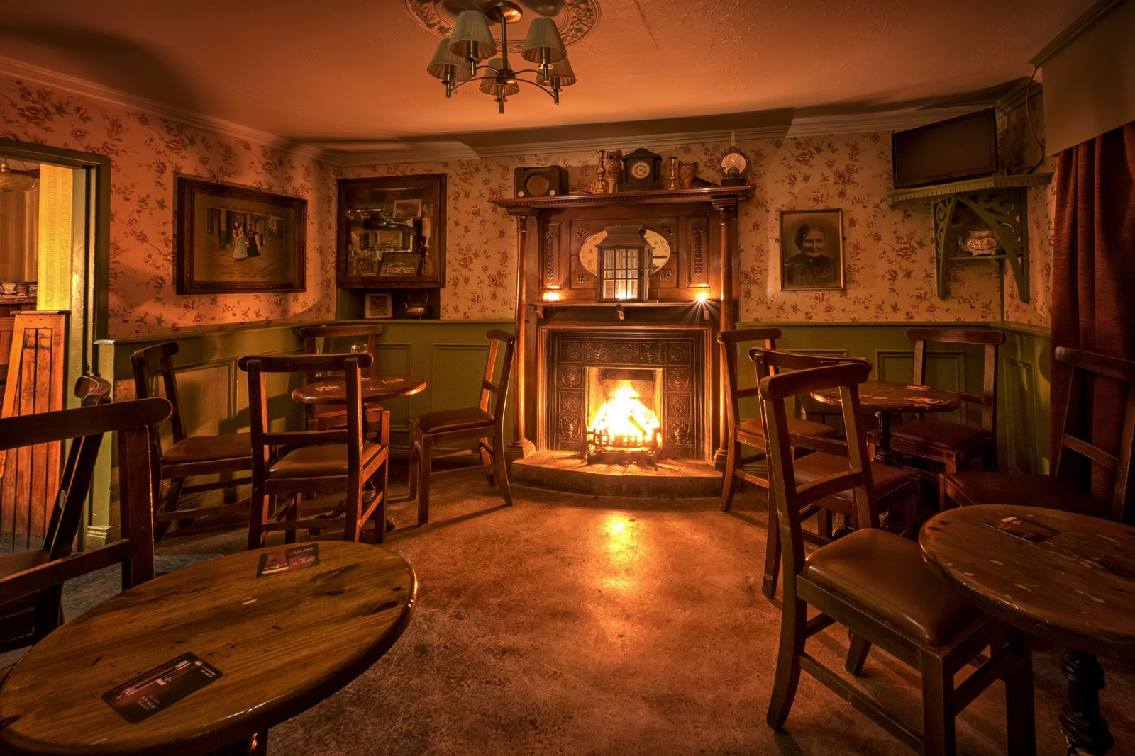 The Farmers Home Northern Ireland in 2020 Pub interior