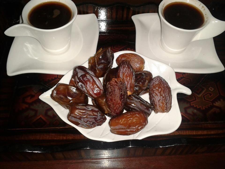 قهوة تركية وتمر Favorite Drinks Food Breakfast