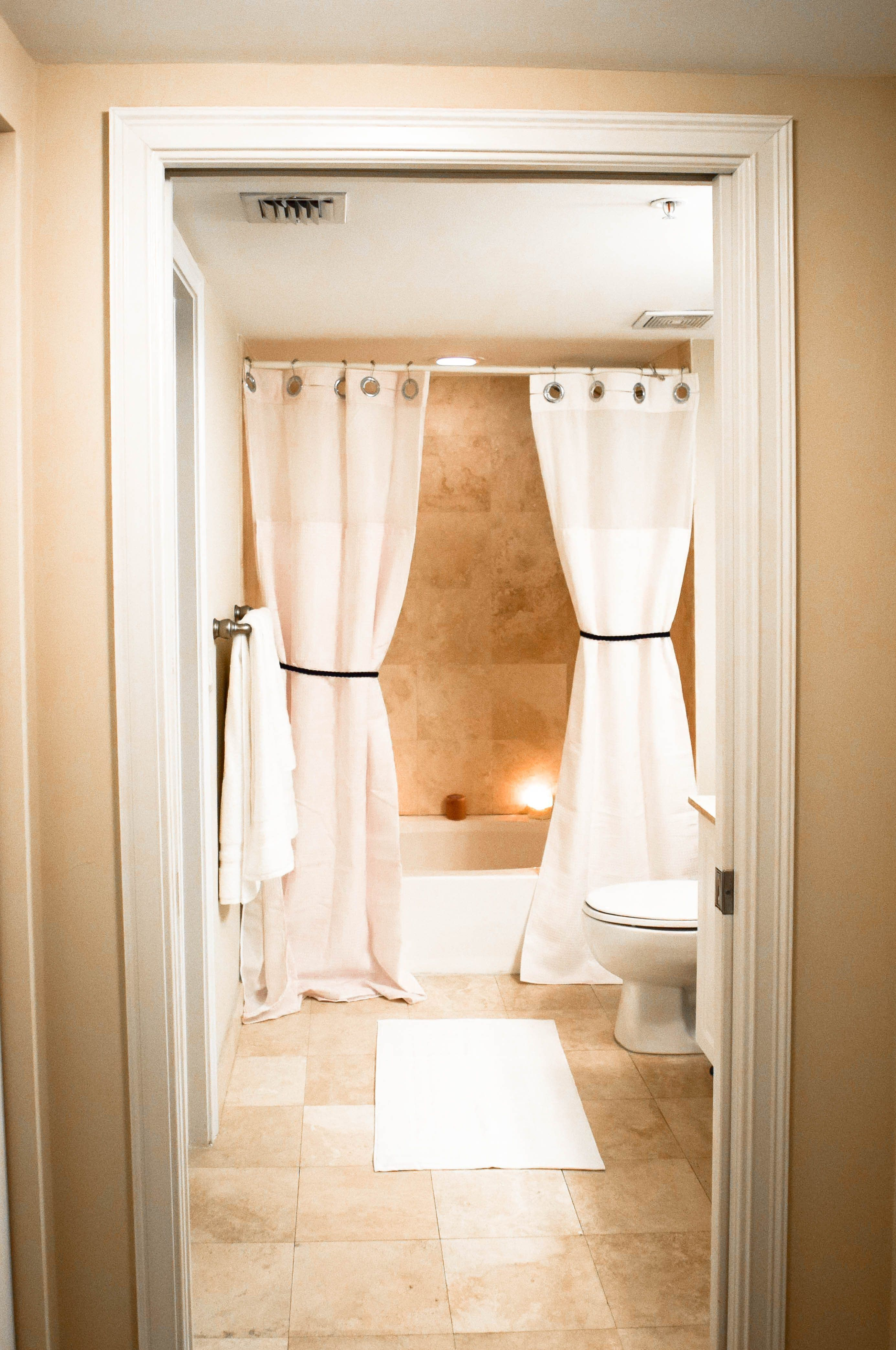 How To Affordably Make Your Bathroom Feel Like A Luxurious Hotels The Confused Millennial Bathroom Interior Design Luxury Bathroom Bathroom Design