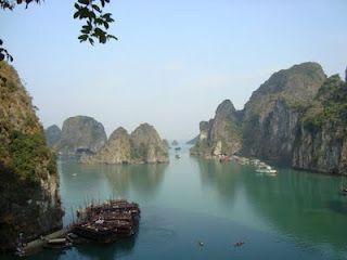 La Bahía de Halong, la bahía de los descendientes del dragón, en Vietnam. http://www.vietnamitasenmadrid.com/2011/07/bahia-de-halong.html