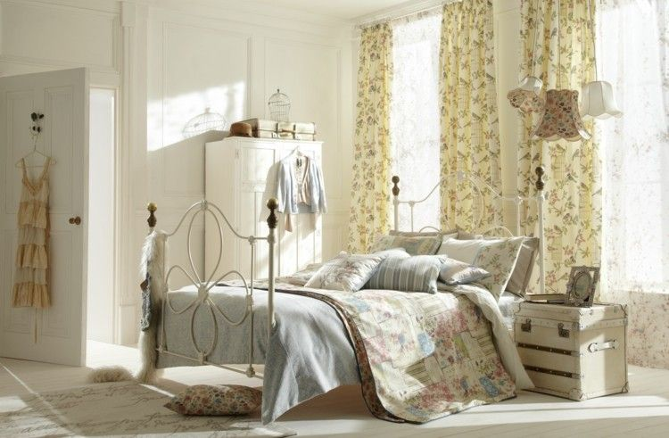 dormitorio Shabby chic con estampados floreados
