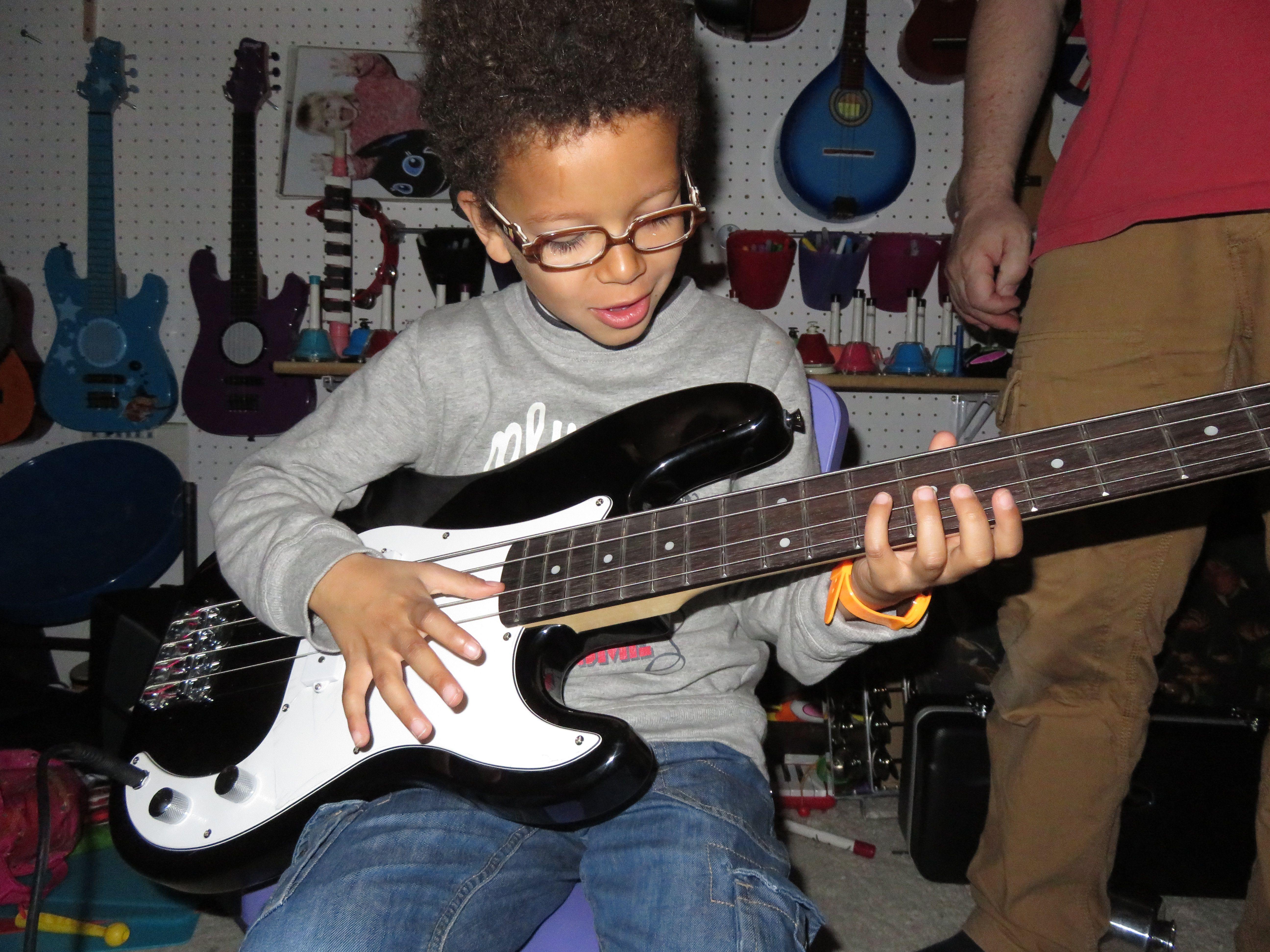Essayer une vrais guitare basse