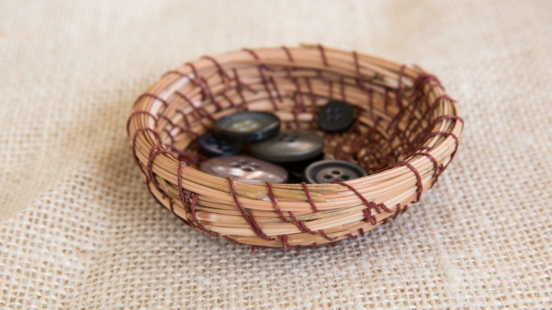 Weave A Cute Basket Out Of Pine Needles http://www.rodalesorganiclife.com/home/weave-a-cute-basket-out-of-pine-needles