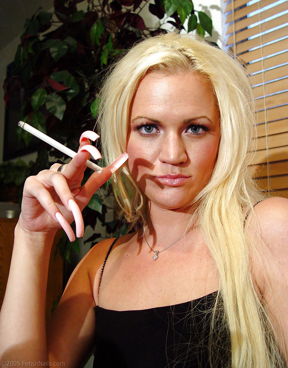 blonde-girl-with-long-fingernail-porno-indonisia-fat-womens