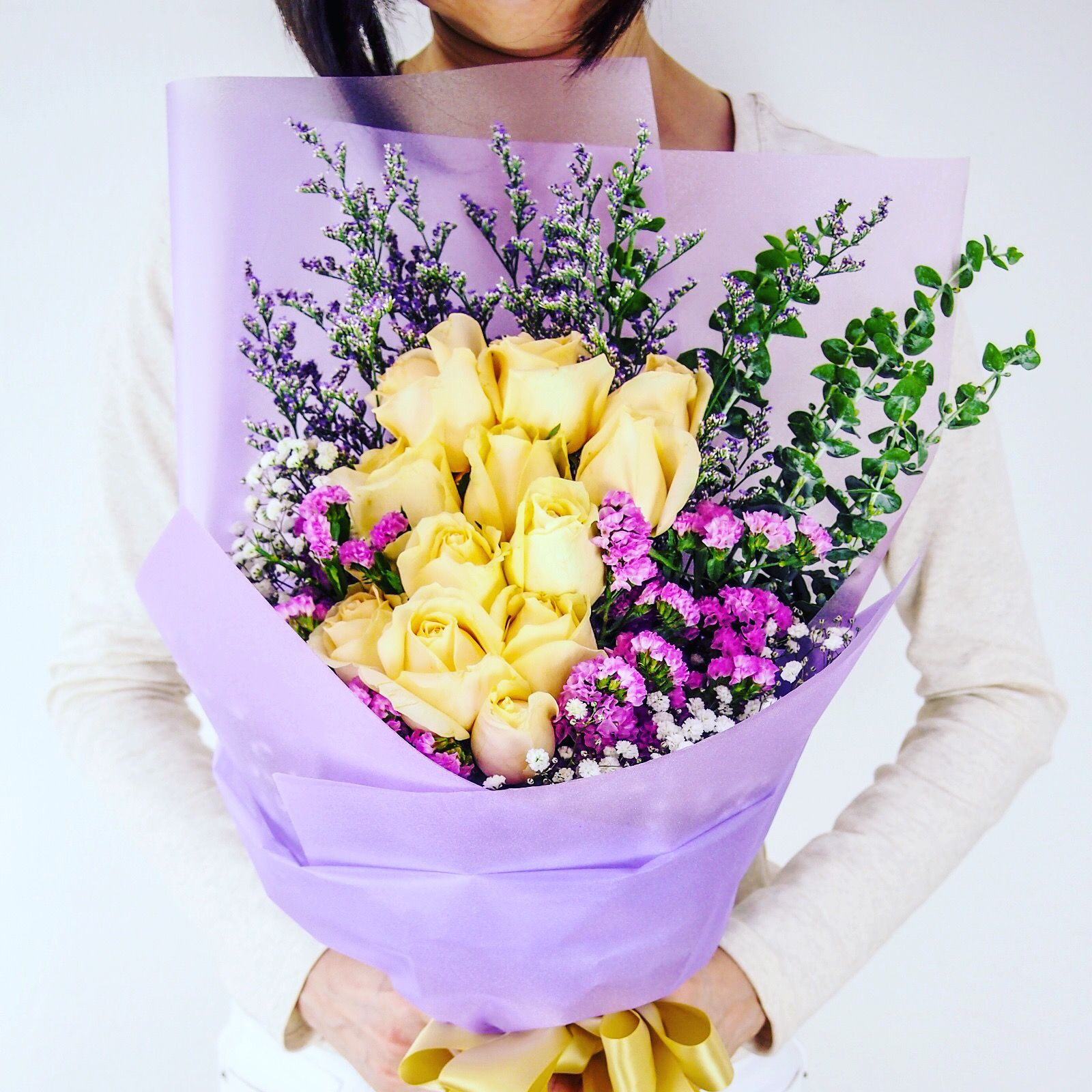 Hand Bouquet, Flower Box, Gift Hampers with Stunning