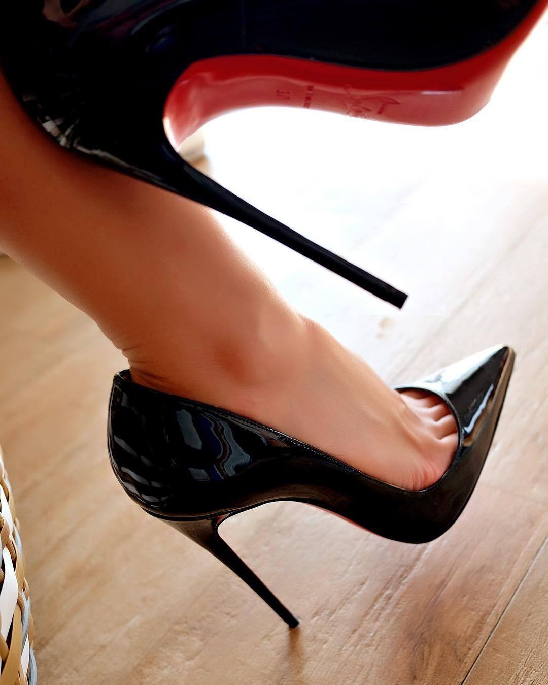 780eb81a592 High Heels & Feet | Shoes in 2019 | Pumps heels, Hot high heels ...