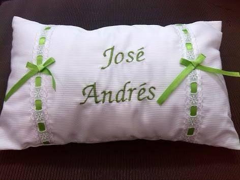 Fundas para almohadas buscar con google bordados en for Cojines con nombres bordados