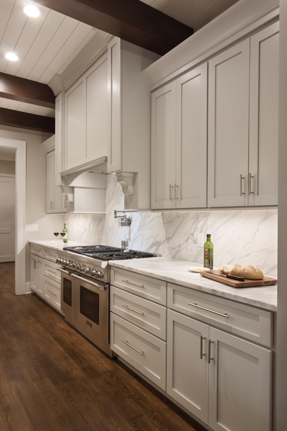 31 Luxury Calacatta Gold Marble Backsplash Countertop Ideas Backsplash Kitchen White Cabinets Marble Backsplash Kitchen White Kitchen Backsplash