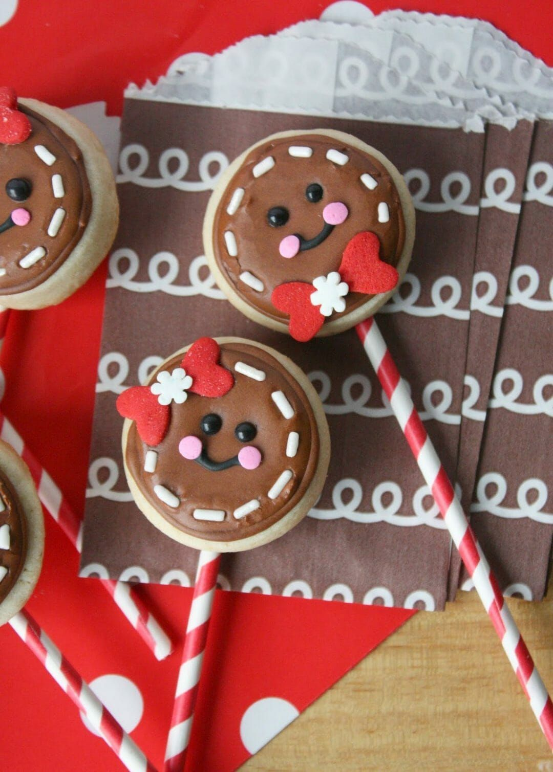 25+ Best Easy Christmas Cookies Recipes to try this year! | Gingerbread Man Sugap Cookie Pops | Image © Munchkin Munchies | Looking for Christmas cookie ideas for a party or cookie exchange? Whether you want easy Christmas cookies recipes for kids (like homemade cookies and no-bake), fancy cookies (like slice-and-bake and dipped cookies), or unique Christmas cookies that will truly impress, you'll find them here! #christmascookies #christmascookierecipes #christmascookieexchange #sliceandbakecookies