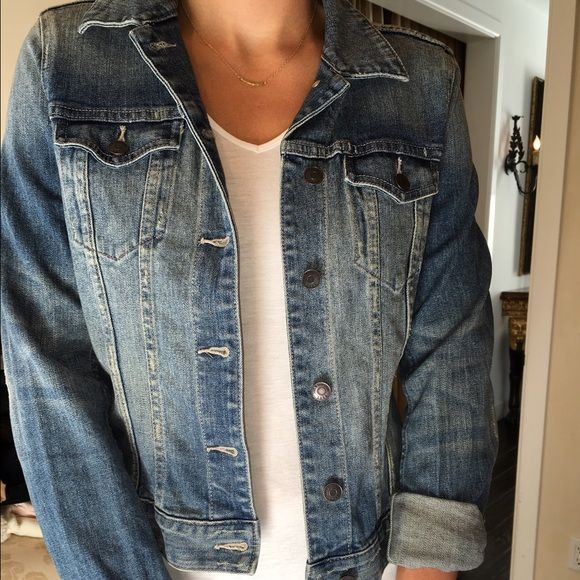 H&M Jean Jacket Oversized Jean Jacket. Layers well and neutral color wash. Size tag missing but it is a large. H&M Jackets & Coats Jean Jackets