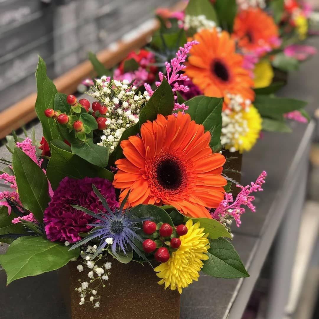 Don T These Centerpieces Make You Smile Princeton Princetonnj Princetonflorist Flowers Centerpiece Budget Budget Flowers Flower Delivery Morning Flowers