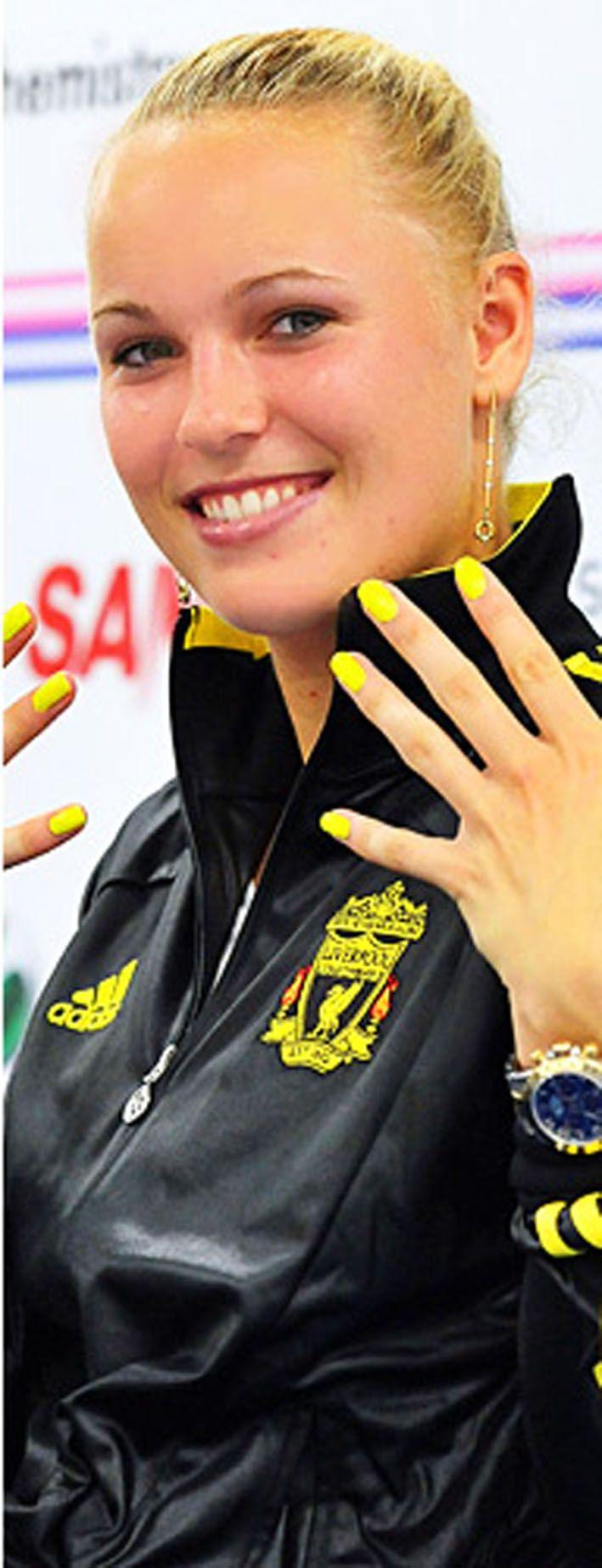 caroline-wozniacki-neon-yellow-nails