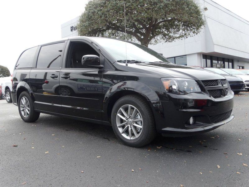 2014 Dodge Grand Caravan R T Brilliant Black Crystal Pearlcoat