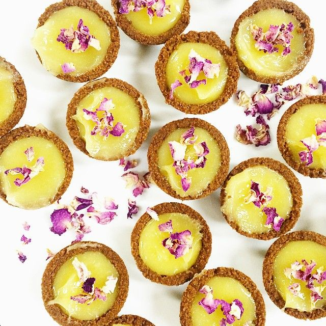 A little latergram of some treats I made for my work family for our Monday meeting today! Lavender and ginger cups filled with lemon curd, topped with dried rose petals. The cups were super easy... take one pack of gingernuts, 1 tablespoon of lavender buds and blend - then add melted butter, pack the mixture into mini tart trays and bake! Then fill with homemade lemon curd. Deeeeelish! Because life is all about balance... and #edibleflowers x
