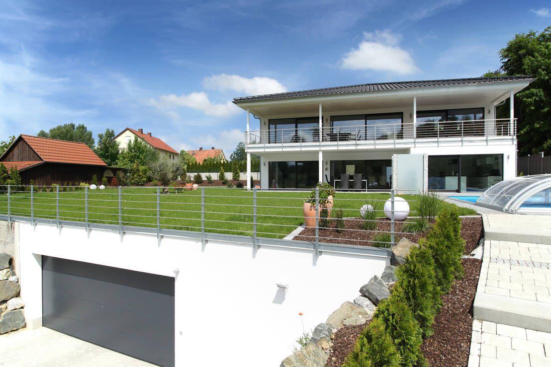 Moderne villa mit vielen raffinessen moderne villa for Modernes haus villa