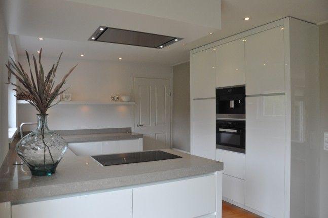 Hoogglans wit keuken gespoten by Frederiks Interieur | kitchen ...