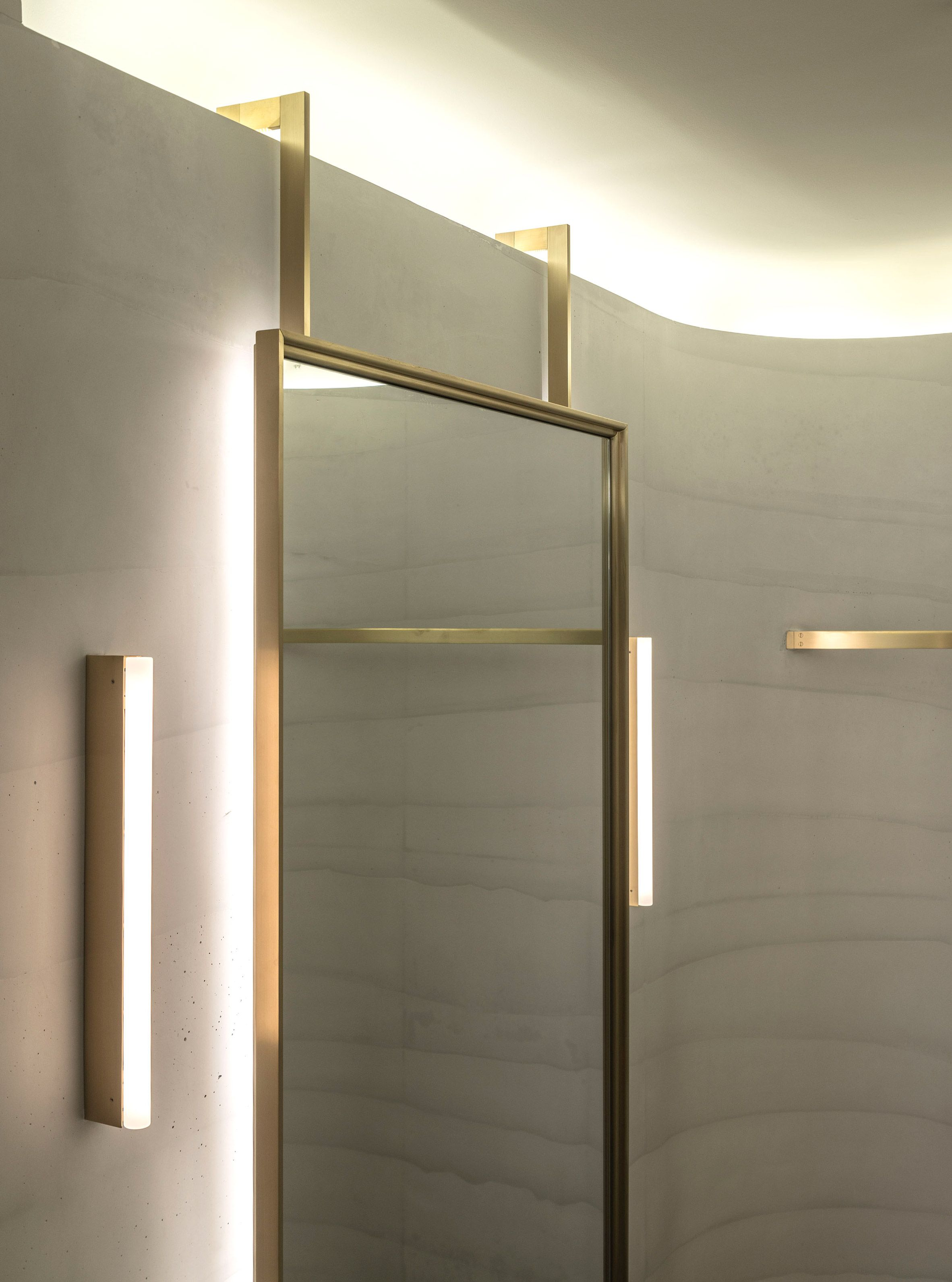 Striated Concrete Partitions Create Fitting Rooms At Thakoon S First Boutique Bathroom Mirror Design Store Design Interior Boutique Interior