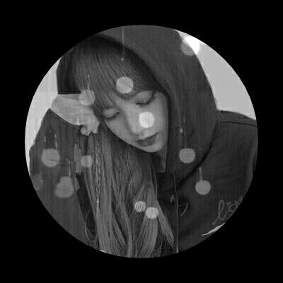 Blackpink lisa grey black and white profile pic aesthetic edit