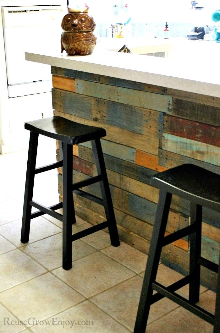 pallet walls give a great rustic look and are inexpensive on pallet wall id=43544