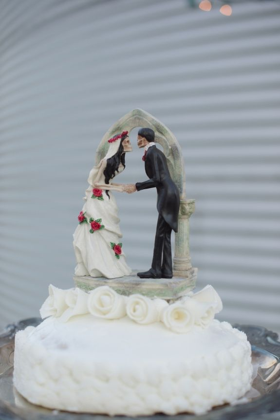 Zombie Cake Topper Jared Michelle S Offbeat Til Do Us Part Wedding In Maryland Images By Marcella Trey Photography